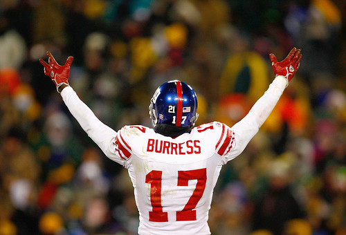 Plaxico Burress acknowledging cheering fans